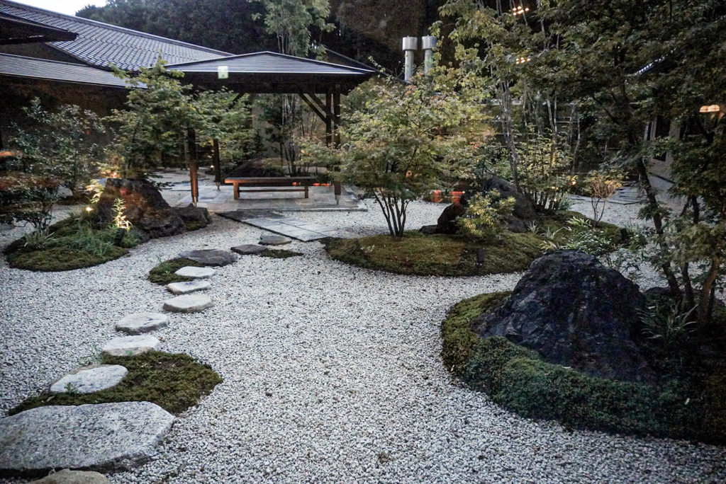 武芸川温泉の中庭